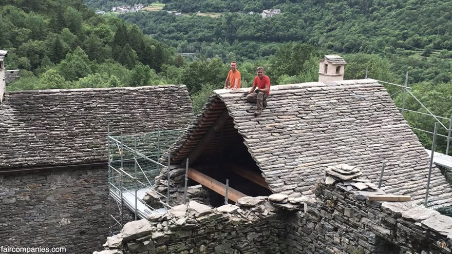 toiture maison medievale italie