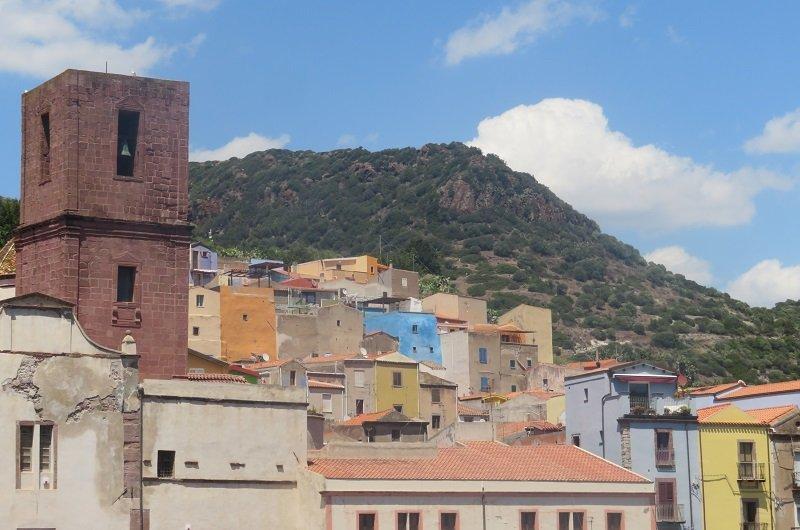 maisons colorées à Bosa