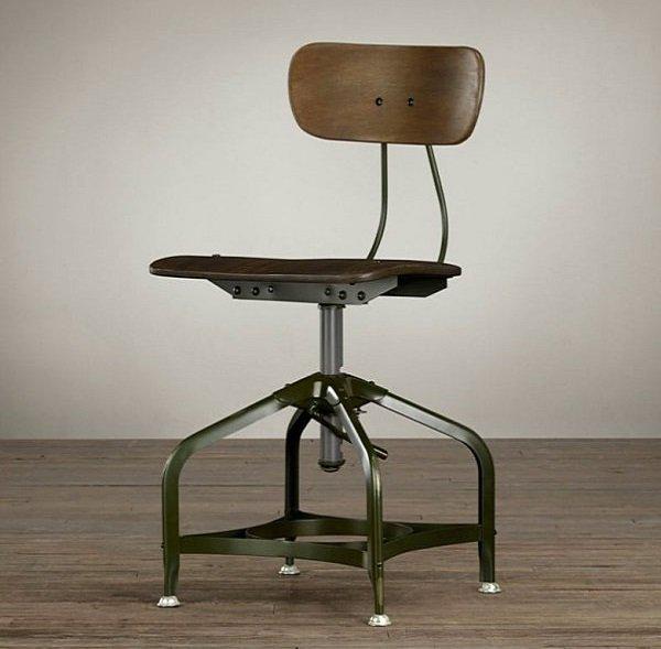 chaise de style industriel